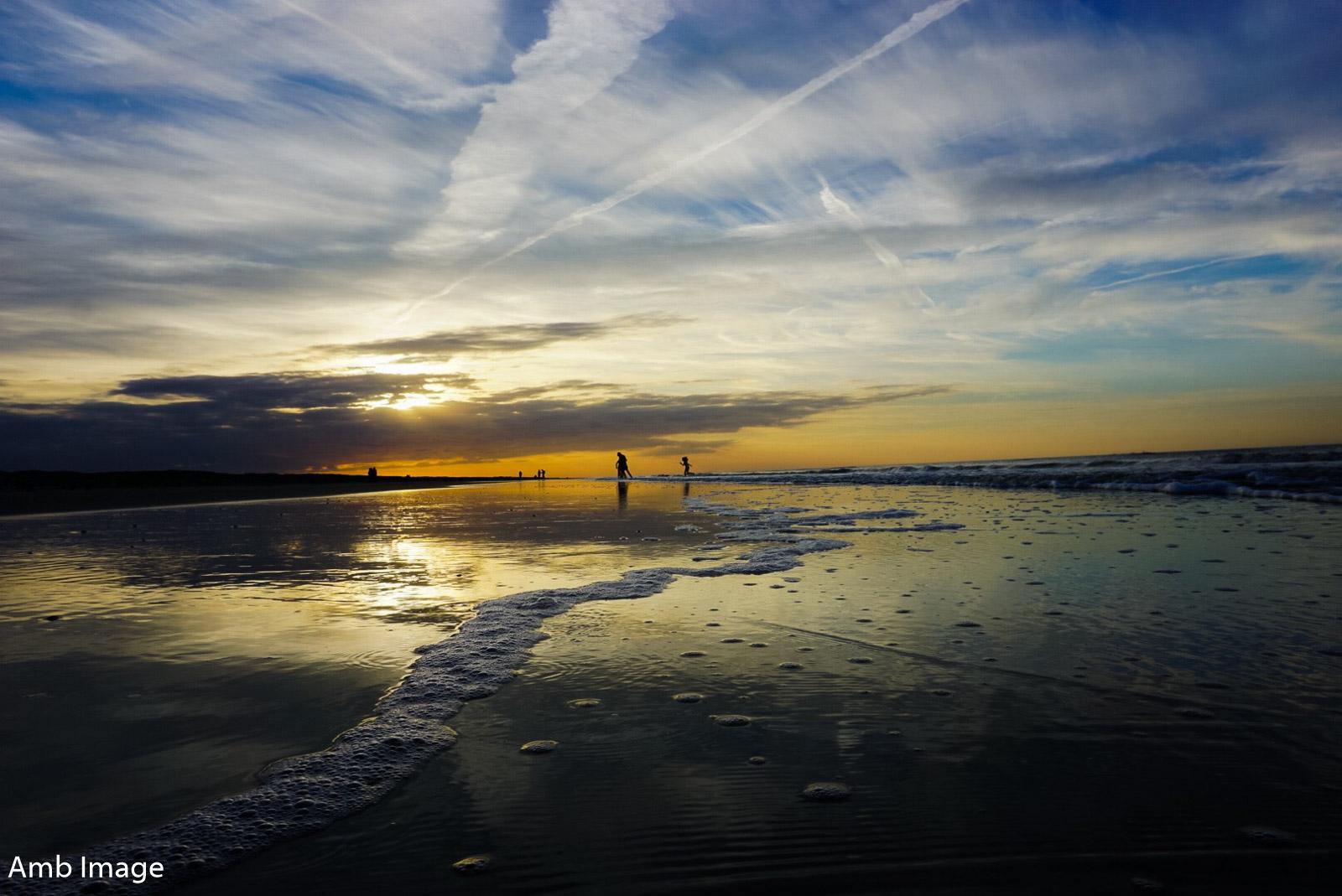 Sonnenuntergang Menschen im Hintergrund